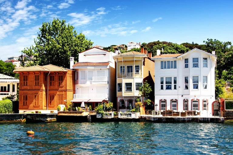 Yalı Houses On Bosphorus
